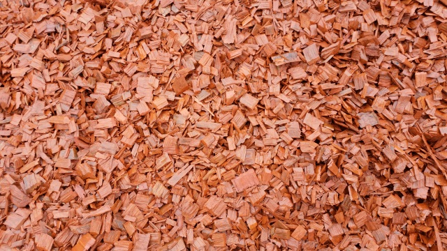 Redwood Bark Chips ~ Redwood chip coloured warner garden centre